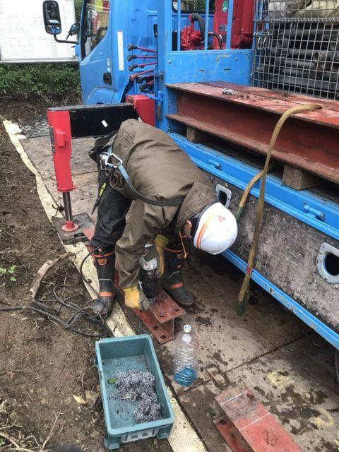 H鋼橋梁への工場用モノレール設置工事